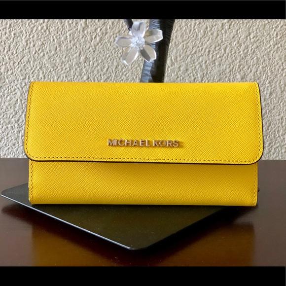 b09b2899d7  SALE  NWT💛MK Leather Citrus Jet Set Wallet